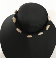 Halsbandje met schelp
